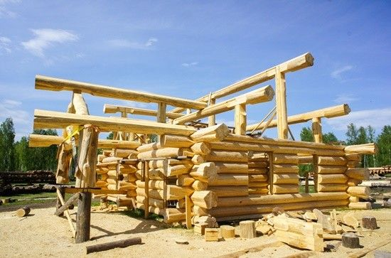building handcrafted log homes and saunas