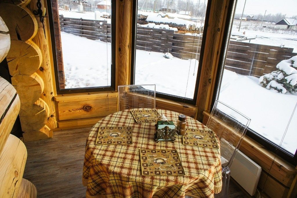 piece-en-piece bay window in handmade log home